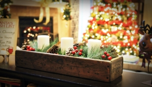 Rustic Holiday Centerpiece with tree