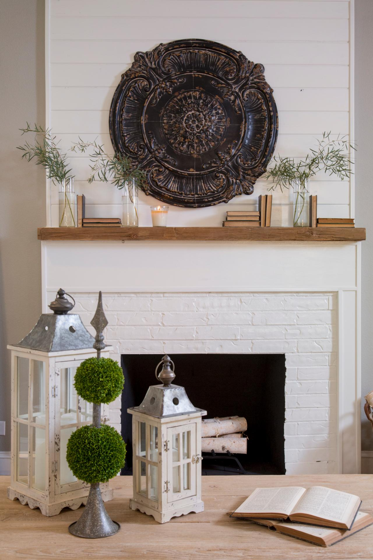 How to get the vintage farmhouse look think fixer upper - Living room with fireplace ...